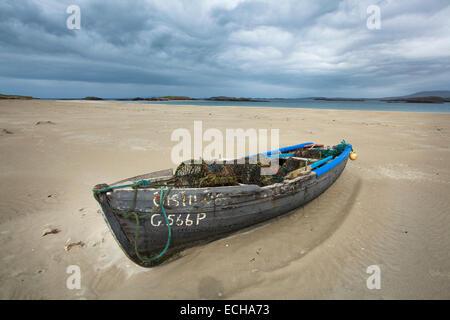 Old currach on Glassilaun Beach, Connemara, County Galway, Ireland. - Stock Photo
