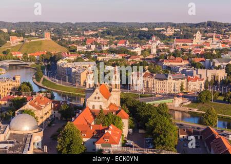 Lithuania (Baltic States), Vilnius, historical center listed as World Heritage by UNESCO, seen on the bridge Zaliasis - Stock Photo