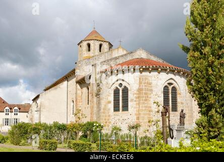 France, Allier, Verneuil-en-Bourbonnais, Saint-Pierre church - Stock Photo