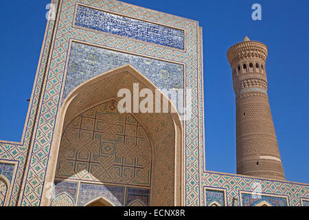 Tiled Iwan portal and brick minaret of the Kalyan Mosque, part of the Po-i-Kalyan Complex in Bukhara, Uzbekistan - Stock Photo