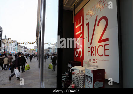 Newcastle, UK. 26th Dec, 2014. Boxing Day sales on Northumberland Street in Newcastle-upon-Tyne in England. Sale - Stock Photo