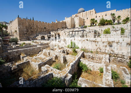 Ruins and remains in 'the ophel archaeological garden' just south of the temple mount in Jerusalem, in the city - Stock Photo
