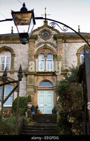 UK, Derbyshire, Tideswell, High Street, Bagshaw House, former Oddfellows Hall - Stock Photo