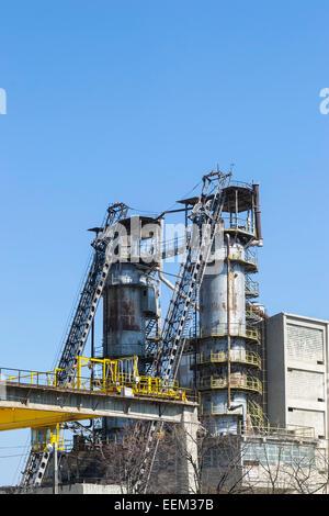 Big gravel processing unit on an industrial platform - Stock Photo