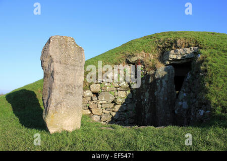 The Neolithic Burial Mound Of Bryn Celli Ddu, Anglesey - Stock Photo