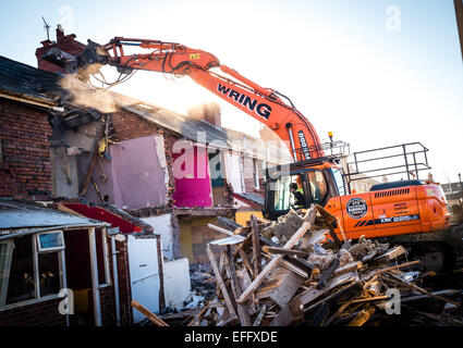 Aberystwyth, Wales, UK. 3rd February, 2015. Demolition crews start the work of flattening the terraced houses in - Stock Photo