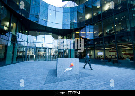 London,UK. 6th February 2015. Accounting firm Price Waterhouse Coopers is accused of helping hundreds of muti national - Stock Photo