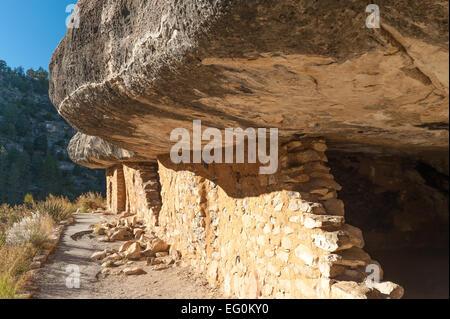 USA, Arizona, Walnut Canyon cliff dwellings - Stock Photo