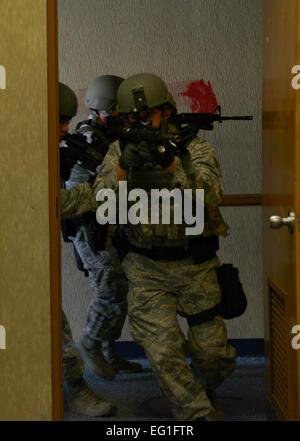 Members of the 6th Security Forces Squadron emergency service team clear a building during training at MacDill Air - Stock Photo