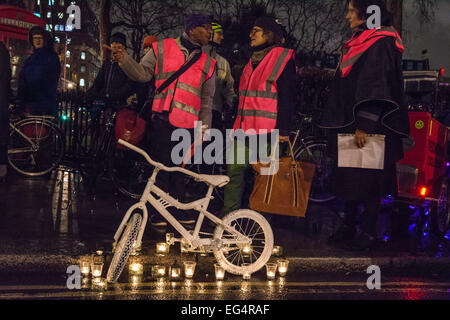 London, UK. 16th February 2015. Cyclists and their supporters congregate for a vigil and die-in held in the memory - Stock Photo