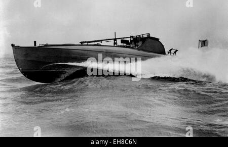 AJAXNETPHOTO. - 1900S. SOLENT, ENGLAND. - CMB AT SPEED -  A 55FT THORNYCROFT COASTAL MOTOR BOAT RUNNING AT HIGH - Stock Photo