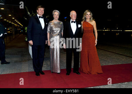 Copenhagen, Denmark. 18th March, 2015. Dutch King Willem-Alexander (left) and Queen Máxima (right) are posing for - Stock Photo