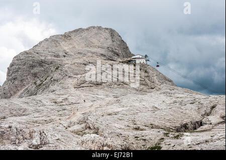 Pale di San Martino plateau, Mt Rosetta, 2743 m, with the cable car station of San Martino di Castrozza, Pala group, - Stock Photo