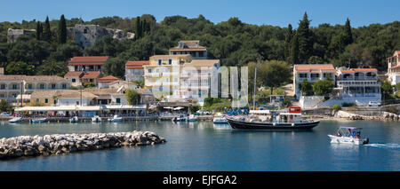 Spectacular beach resort and harbour of Kassiopi with blue sky and turquoise Ionian Sea, Corfu, Ionian Islands of - Stock Photo