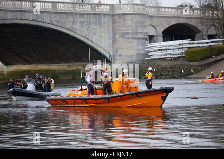 London, UK. 10th April, 2015. The Royal National Lifeboat Institute held their second 'Alternative Boat Race' comprising - Stock Photo