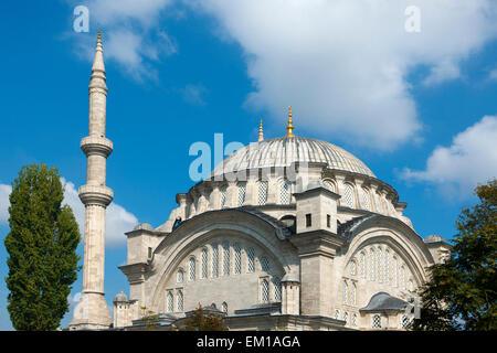 Türkei, Istanbul, Nuruosmaniye Moschee wurde von Mahmut I. 1748 in Auftrag gegeben und 1755 unter Osman III. beendet. - Stock Photo