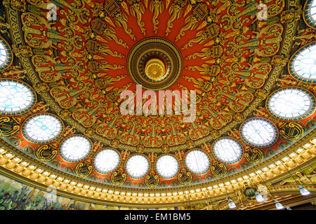 The ornate ceiling in the Romanian Athenaeum concert hall in Bucharest, Romania. - Stock Photo