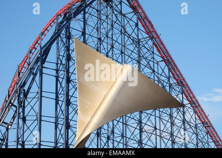 Blackpool, Lancashire: Metal sculpture on the promenade with the Big One in the background - Stock Photo