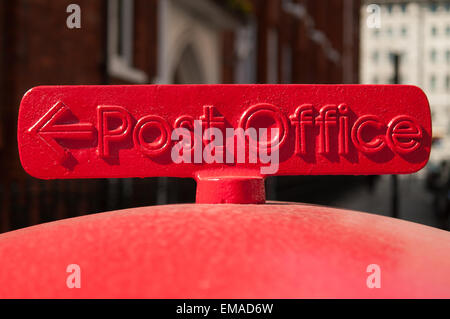 Metal Post Office painted red sign on London letterbox - Stock Photo