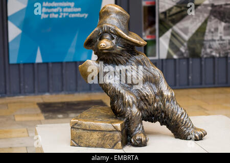 bronze statue of Paddington Bear at Paddington station London - Stock Photo