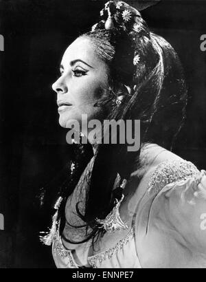 Doctor Faustus, UK, 1967, Regie: Richard Burton, Nevill Coghill, Darsteller: Elizabeth Taylor - Stock Photo