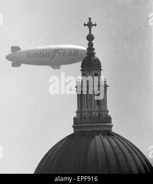 The Goodyear Airship Europa seen here passing the dome of St Paul's Cathedral. She is the first airship since the - Stock Photo