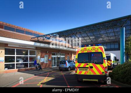 Ambulance parked outside main entrance of Worthing Hospital - Stock Photo