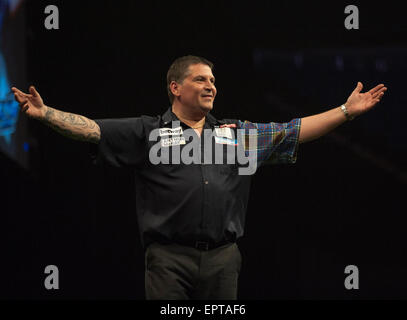 London, UK. 21st May, 2015. Betway Premier League Darts Play-Offs. Gary Anderson [SCO] celebrates his [10-9] win - Stock Photo