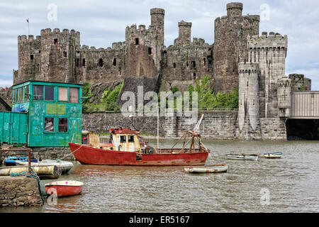 Hulk in Conwy estuary with medieval Conwy Castle / Castell Conwy / Conway Castle behind & Stephensons railway bridge - Stock Photo