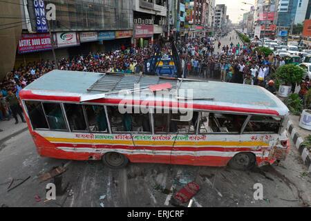 Dhaka, Bangladesh. 03rd June, 2015. Bangladeshi firefighters rescue the crashed bus at Karwanbazar road in Dhaka, - Stock Photo
