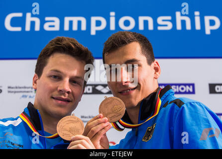 Rostock, Germany. 12th June, 2015. German divers Patrick Hausding (L/Berlin) and Stephan Feck (R/Leipzig) show off - Stock Photo