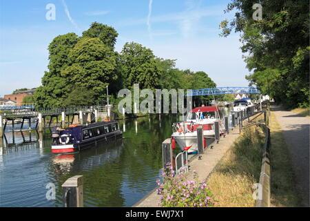 Teddington Lock and Weir, Teddington, Middlesex, England, Great Britain, United Kingdom, UK, Europe - Stock Photo