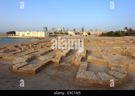 Bahrain Fort Museum with excavations of Dilmun-era ruins in front, Kingdom of Bahrain - Stock Photo