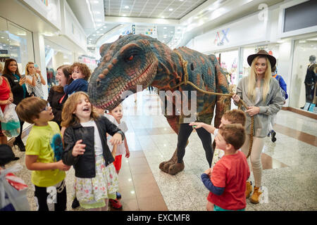 LOWRY OUTLAT MALL AT MEDIACITY Salford Quays  dinosaur visitor brings some Jurassic fun to the weekends markets - Stock Photo