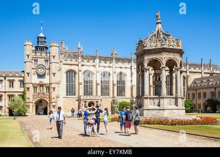 University Students in The Great Court Trinity College Cambridge University Cambridge Cambridgeshire England UK - Stock Photo