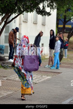 Trier, Germany. 29th July, 2015. A resident walks in front of the reception facility for asylum seekers in Trier, - Stock Photo