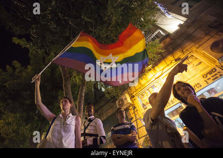Jerusalem, Israel. 1st Aug, 2015. A woman is waving a rainbow flag with the star of david on August 1, 2015, during - Stock Photo