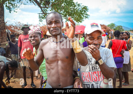 Mucubal people of Angola, at a market in the Namibe province - Stock Photo
