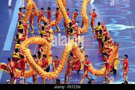 Ordos, China's Inner Mongolia Autonomous Region. 9th Aug, 2015. Performers from north China's Hebei Province present - Stock Photo