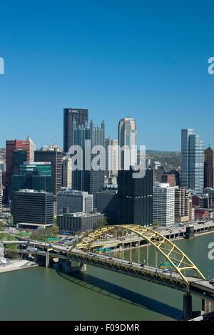 FORT PITT BRIDGE POINT SKYLINE OHIO RIVER DOWNTOWN PITTSBURGH PENNSYLVANIA USA - Stock Photo
