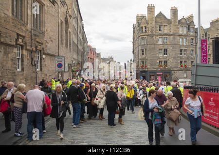 The Royal Mile, Edinburgh, Scotland - crowds passing through security baggage check on their way to the Edinburgh - Stock Photo