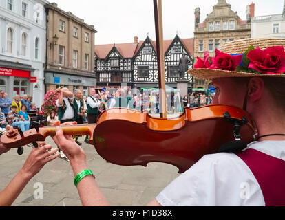 Shrewsbury Morris dancers and musicians perform in the Square during Shrewsbury Folk Festival, Shropshire, England. - Stock Photo