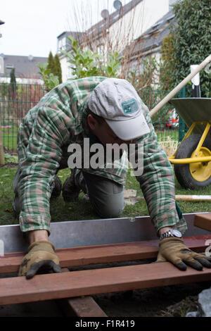 Gartenbau, Terrassenbau, Holzbolen, Holzdielen, Heimwerker, Landschaftsbau, - Stock Photo