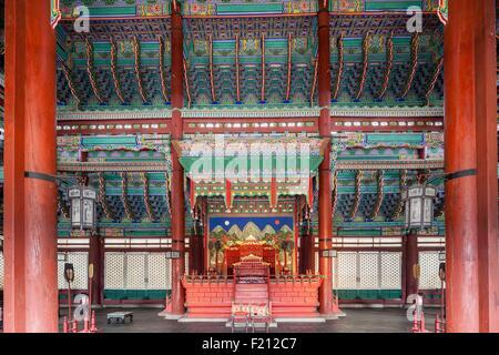 South Korea, Seoul, Jongno-gu, Gyeongbokgung Palace, royal palaces built during the Joseon Dynasty, throne room - Stock Photo