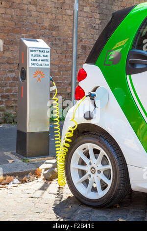 Smart fortwo electric drive Electric car at an electric car charging point in Rome Roma Lazio Italy EU Europe - Stock Photo