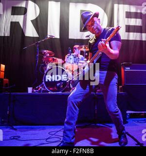 Washington, D.C, USA. 17th Sep, 2015. LOZ COLBERT and MARK GARDENER of Ride perform at the 9:30 Club in Washington, - Stock Photo