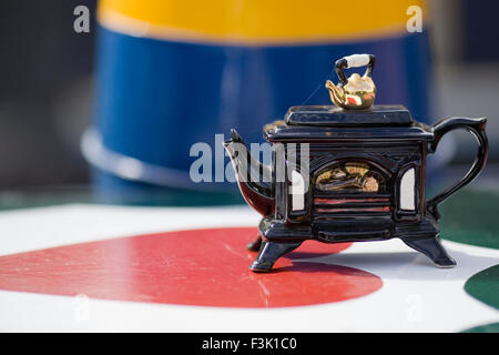 Novelty Woodburner  teapot on the top of a Narrow Boat - Stock Photo