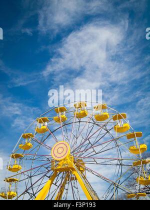 The yellow ferris wheel at the PotashCorp Playland at Kinsmen Park in Saskatoon, Saskatchewan, Canada. - Stock Photo