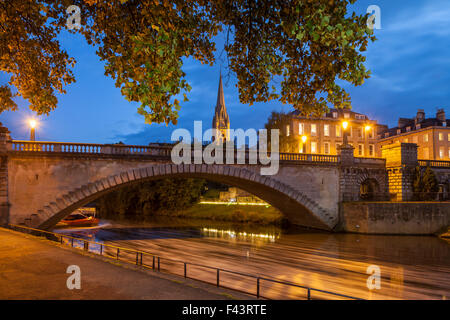 Evening at North Parade bridge in Bath, Somerset, England. River Avon. - Stock Photo