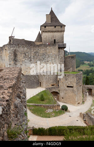 Overview of the Castelnaud la Chapelle castle (entrance- barbican and keep). Vue d'ensemble du château de Castelnaud - Stock Photo